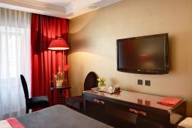 hotel-khreschatyk-guest-room-double_twin_prestige-003.jpg