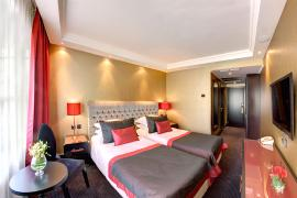 hotel-khreschatyk-guest-room-double_twin_prestige-007.jpg