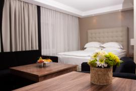 hotel-khreschatyk-guest-room-junior_suite_prestige-008.jpg