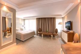 hotel-khreschatyk-guest-room-junior_suite_prestige-014.jpg