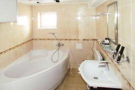 kiev-hotel-platium-cottage-suite-three-bedroom-04.jpg