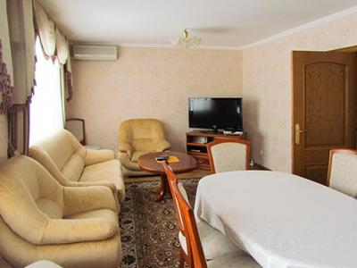 kiev-hotel-platium-cottage-suite-three-bedroom-05.jpg