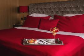 hotel-khreschatyk-guest-room-suite-prestige-003.jpg