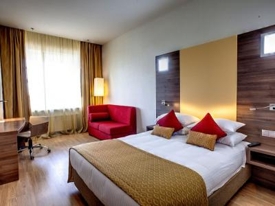 dome-hotel-standard-room-01.jpg