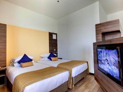 demo-hotel-superior-double-room-01.jpg