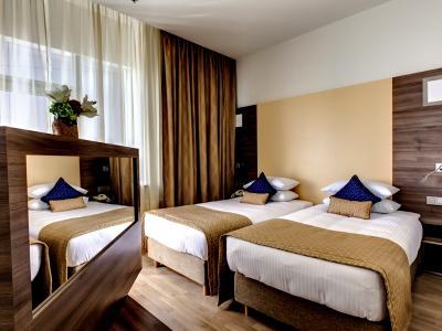 demo-hotel-superior-double-room-02.jpg