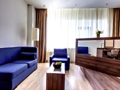 demo-hotel-superior-double-room-03.jpg
