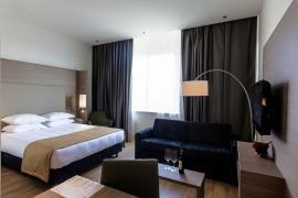 demo-hotel-suite-room-01.jpg