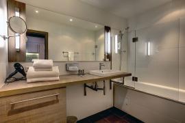 demo-hotel-suite-room-05.jpg